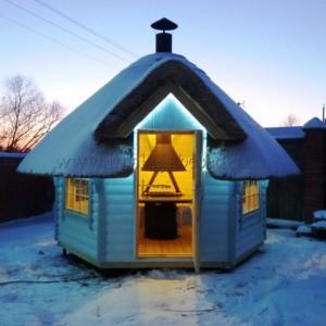 Гриль домик с крышей из камыша